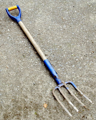 Blue_pitchfork