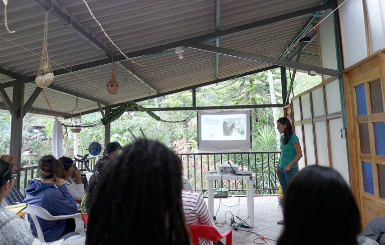 Conferencia en la terraza cubierta - Finca Muisca - Tibacuy