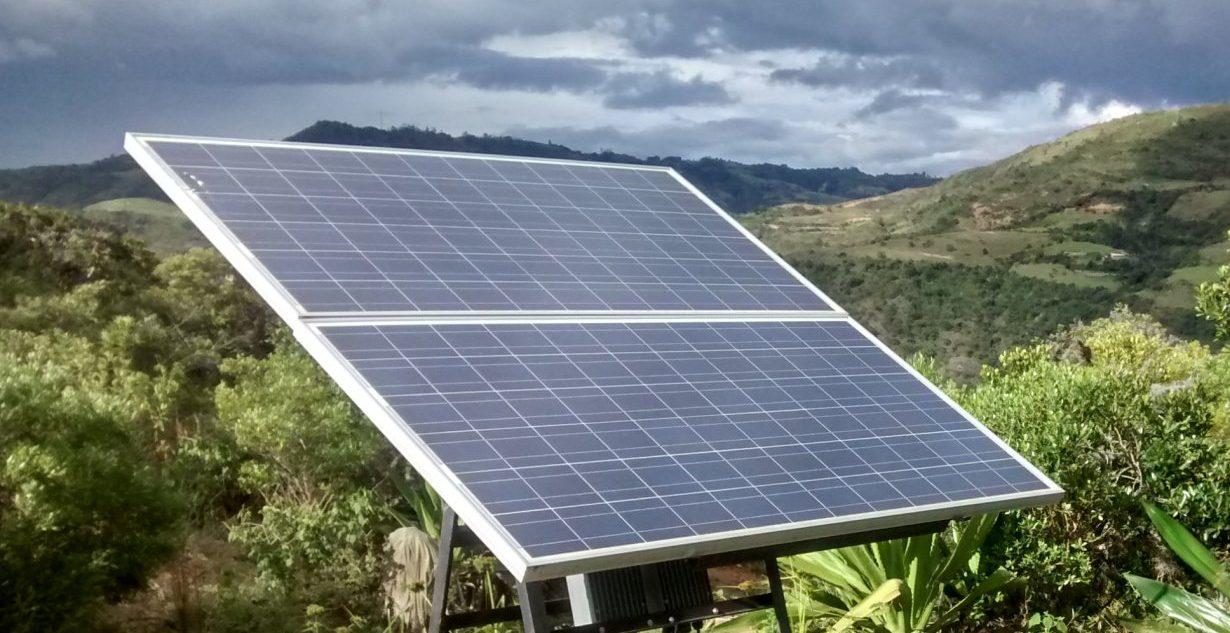 paneles solares y cielo