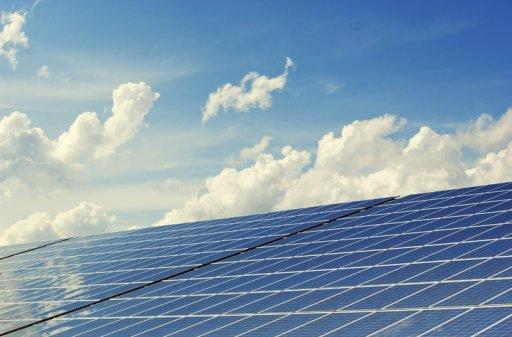 Paneles solares y soporte